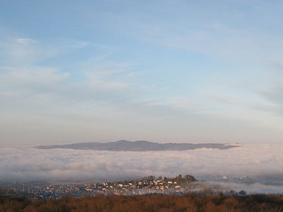 Der Kaiserstuhl ragt aus dem Nebelmeer