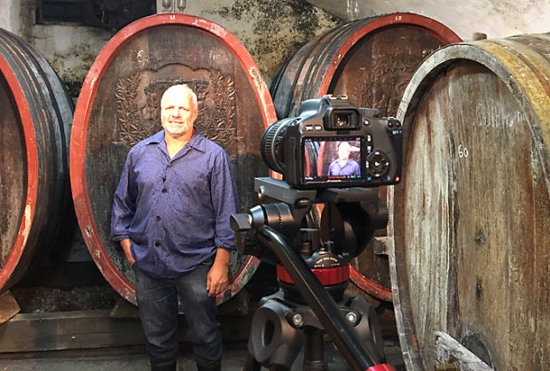 Biowein-Videos: Blick hinter die Kulissen im Weinkeller.