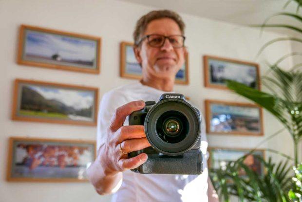 Selfie, wie es sein soll: schönes Licht, wenig Schärfentiefe, Kamera gerade.