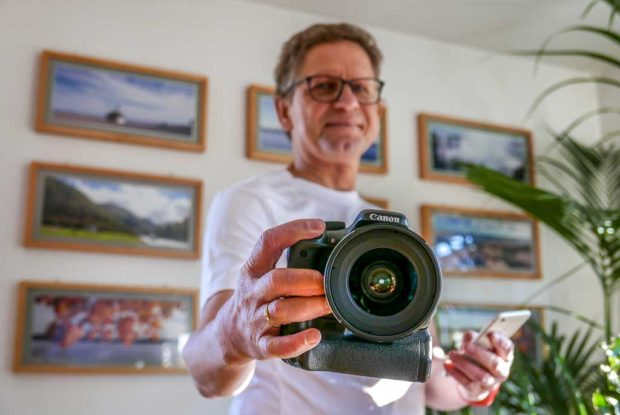 Testlauf: Kamera schräg, das verräterische Handy für die Fernsteuerung im Bild.