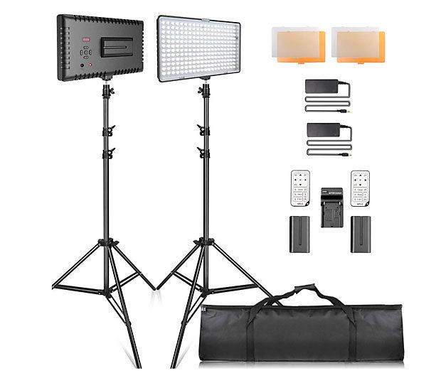 LED-Leuchten sind moderner und kompakter. Aber ich mag das Licht aus großen Softboxen lieber.