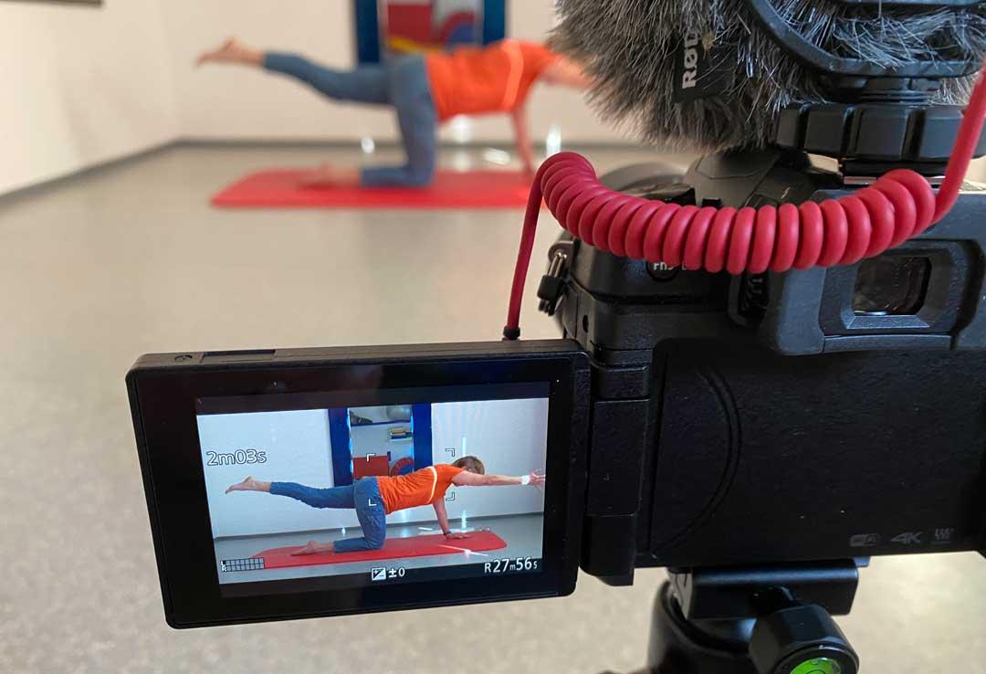 Wie mache ich einen Gymnastik-Kurs, eine Yoga-Stunde, eine Online-Weinprobe als Video-Konferenz mit Zoom?