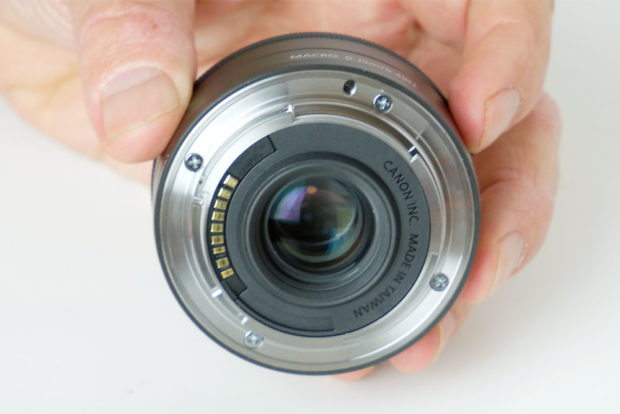 Das 22-mm-Objektiv ist ein besonders kompaktes Pancake-Objektiv mit guter optischer Leistung.