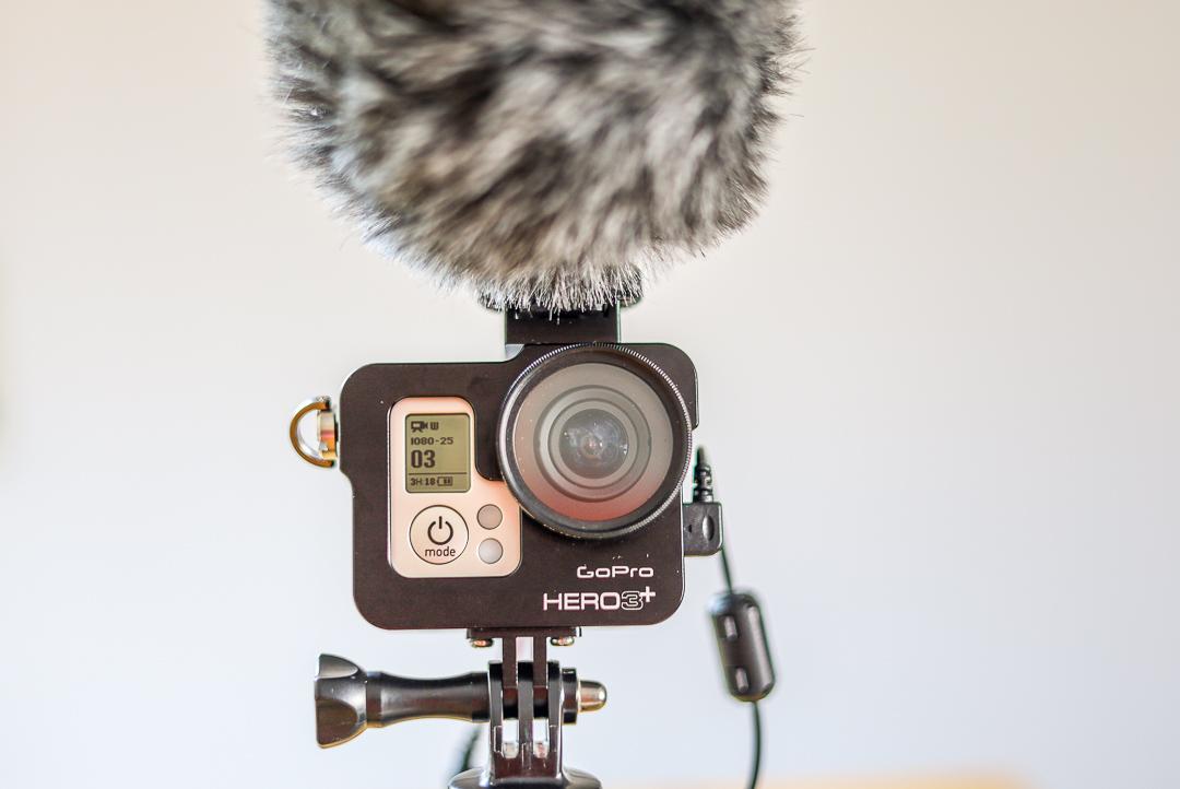 Nicht so vorgesehen, aber möglich: Die GoPro mit Videomikrofon.