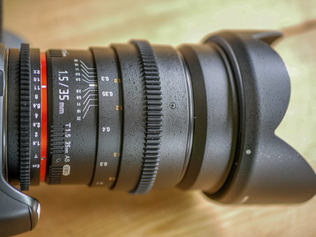 Massiv und gute Qualität: Das manuelle 35mm F1.5 von Walimex.