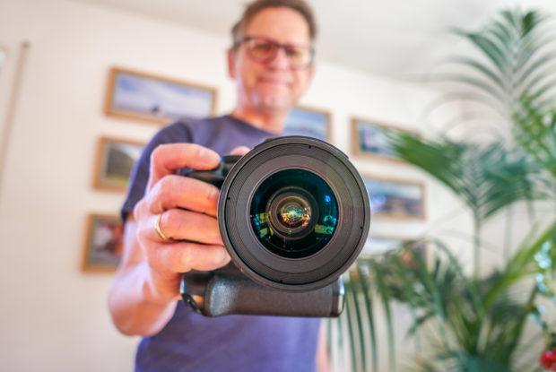 """Selfie mit einer """"richtigen"""" Kameras ermöglicht Bokeh und Unschärfe."""