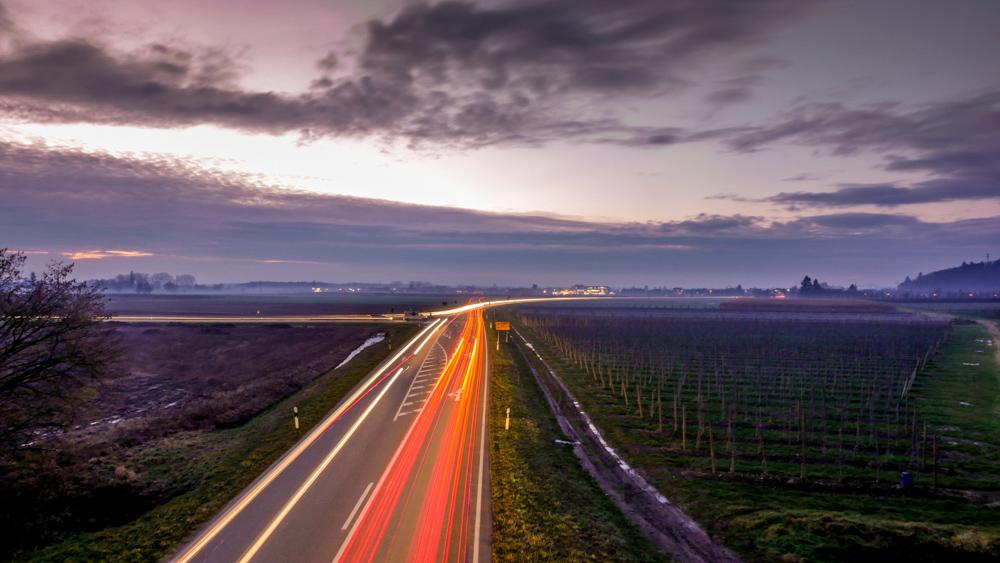 Leuchtspuren lassen sich mit längeren Belichtungszeiten realisieren.