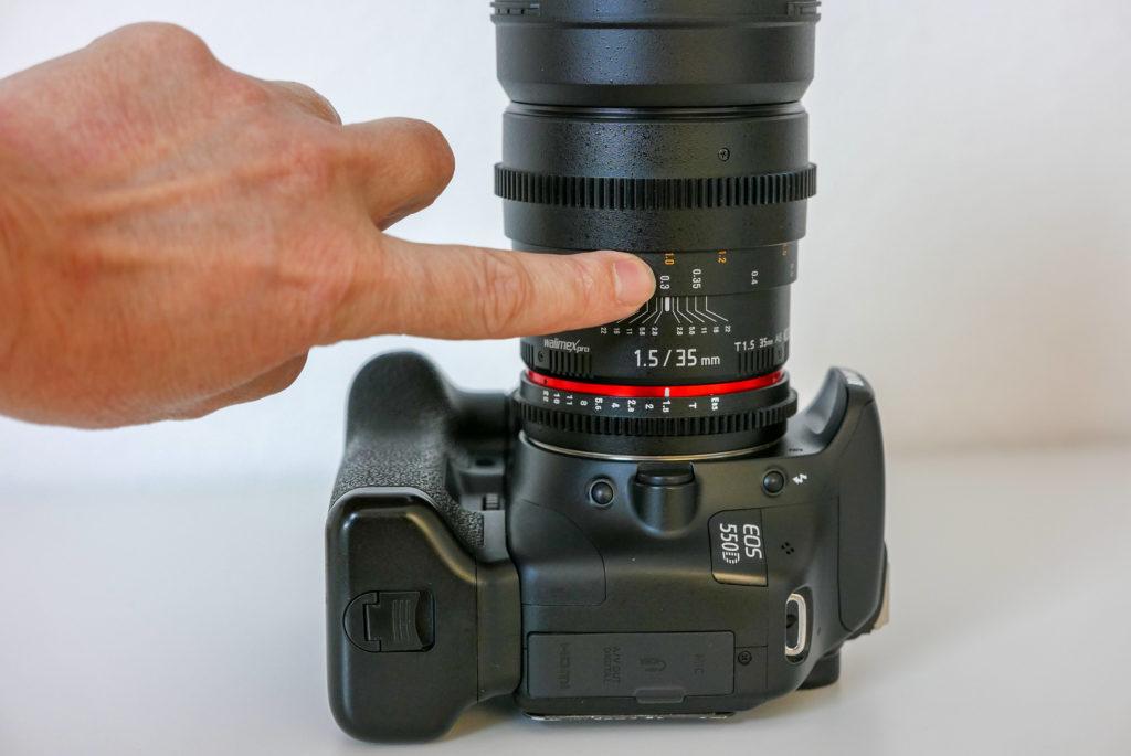 Auf manuellen Objektiven sieht man genau den Spielraum bei Fokus und Blendenöffnung.