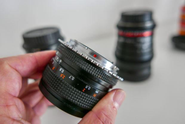 Alte analoge Objektive lassen sich mit Adapter an APS-C- und MFT-Kameras nutzen. Und zaubern oft ein schönes Bokeh.
