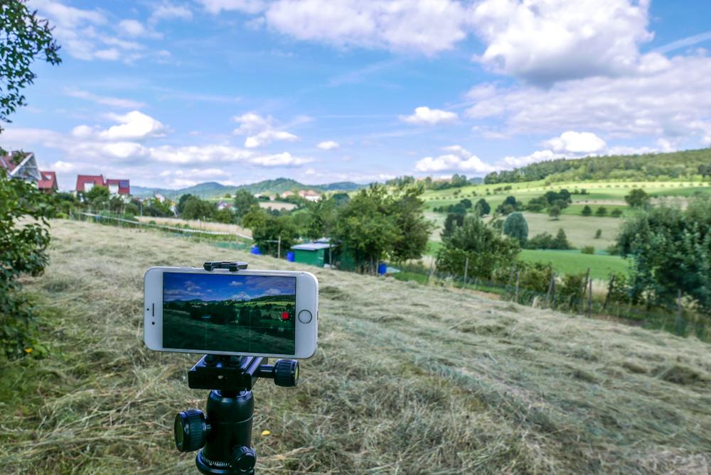 Ein schöner Standort und ein Motiv mit Bewegung sind wichtig für Timelapse Aufnahmen: zB Wolken.