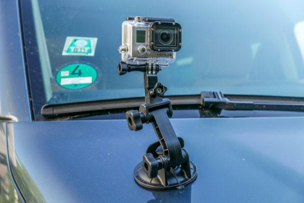 Die Autobefestigung macht die Actionkameras zu idealen Reisebegleitern.