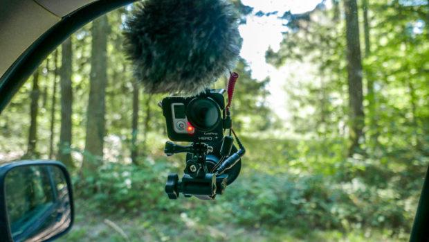 Videoaufnahmen im Auto: Die kleine GoPro bietet sich dafür an, auch ein älteres Modell leistet gute Dienste.