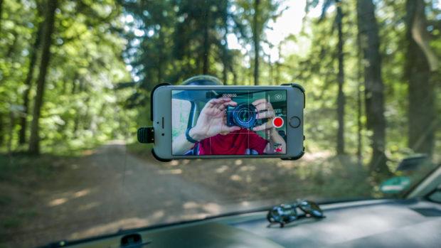 Alternative oder Zusatz: Das Smartphone für drinnen und für Außenaufnahmen.
