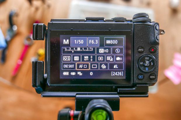 Manuelle Einstellungen von Zeit, Blende, ISO ist an den meisten Kameras möglich. Die Belichtungsanzeige von -3 bis +3 Blendenstufen erlecihert die gezielte Über- und Unterbelichtung.