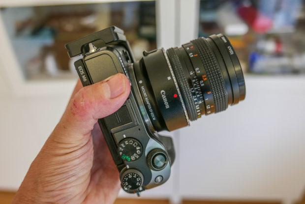 Doppelt angepasst: Der Canon EF-M Adapter erlaubt die Verwendung auch älterer Canon-Objektive. Oder von Objektiven anderer Hersteller, wenn man einen weiteren preiswerten Zwischenring einsetzt.