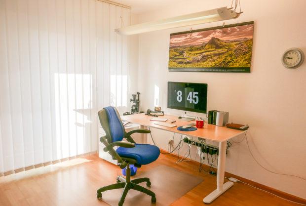 Zuhause einen Arbeitsplatz einrichten - eine spannende Aufgabe, bei der man einiges beachten muss.