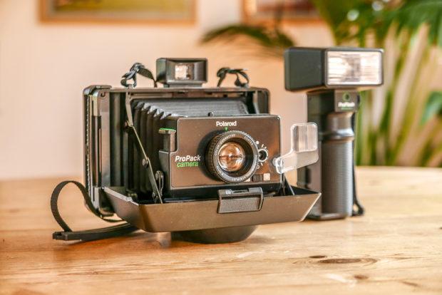 Manche Sofortbildkameras waren Teil der Fotoausrüstung für professionellen Einsatz geeignet und machen Fotografen heute noch Freude.