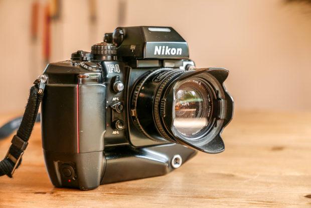 Mit manchen alten Profi-Kameras konnte man sprichwörtlich Nägel einschlagen. Und diese Teile der Fotoausrüstung arbeiten heute noch.