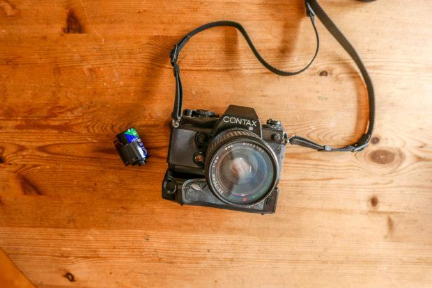 Analoge Kameras mit Kleinbildfilm machen Spass und steigern die Wertschätzung für die einzelne Aufnahme.