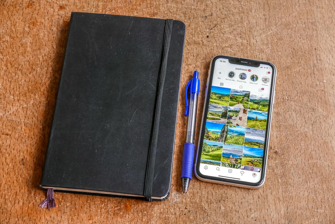 Immer dabei: Stift, Notizblock, iPhone.