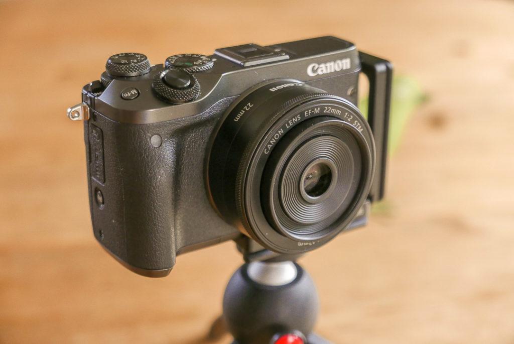 Lichtstarke Festbrennweiten für Video: Aus 22mm Brennweite werden am APS-C Kameras 35 mm.