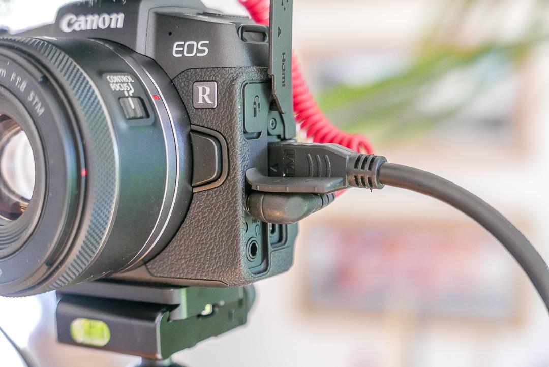 Kleine Highlights: Flip-Out-Screen und ein Kopfhörer-Ausgang.