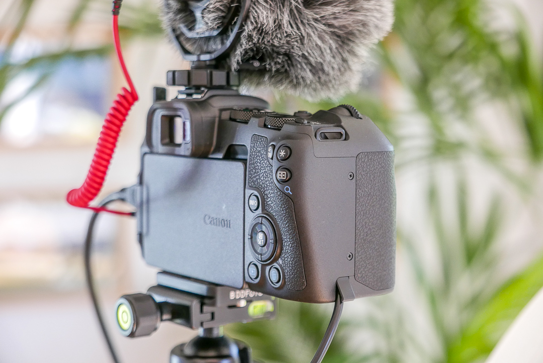 Externe Stromversorgung für die Canon EOS RP: Die läuft auch mit Powerbank über eine Dummie Batterie.