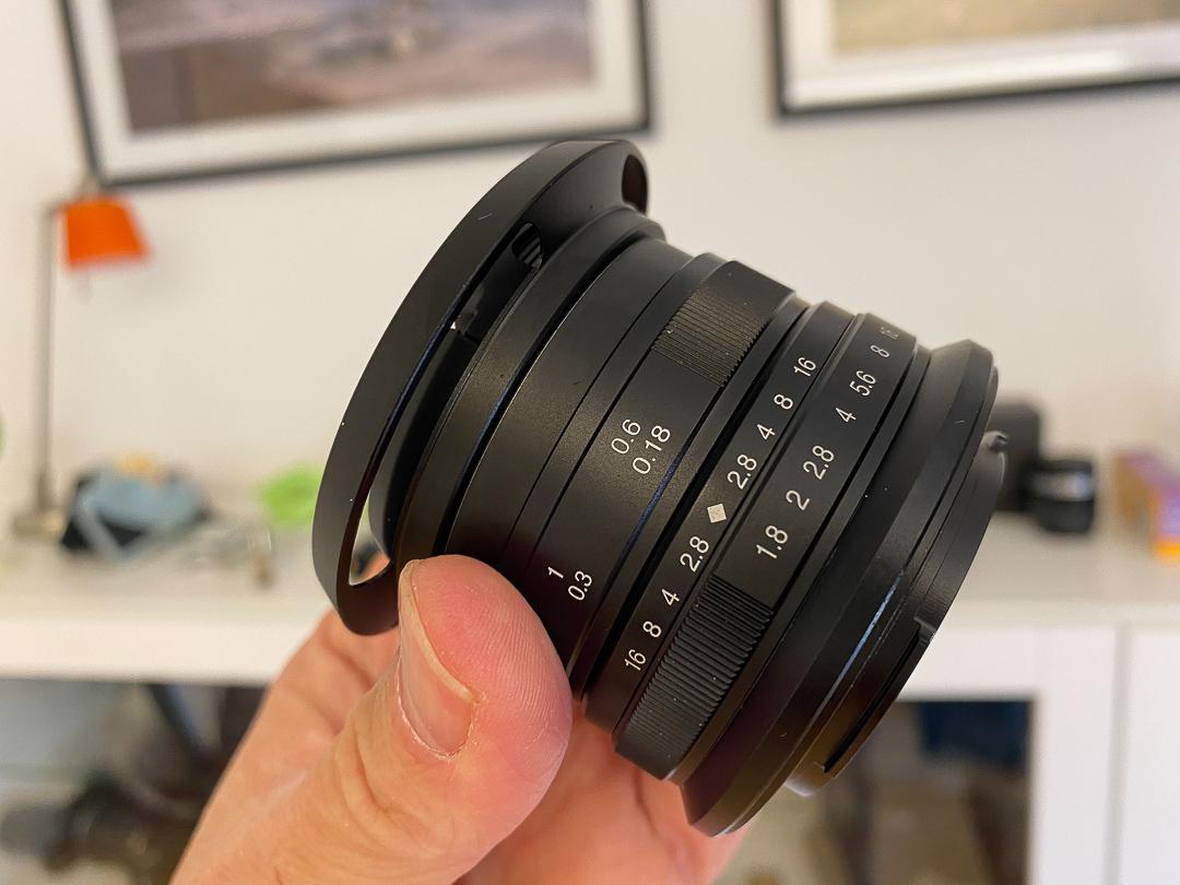 7Artisans 25mm F1.8: Manueller Fokus und Anschluss für APS-C Kameras wie die EOS M.