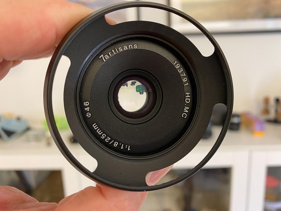 Lichtstark mit schönem Bokeh - das 7Artisans 25mm ist gut zum Gestalten der Aufnahmen.