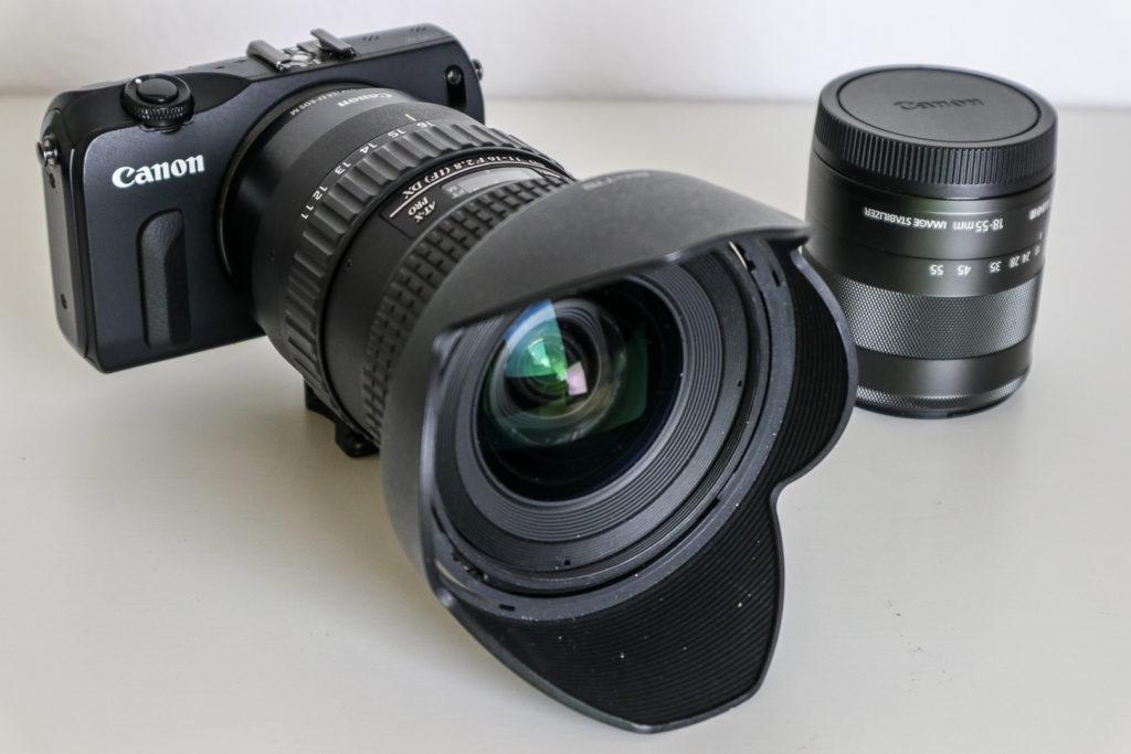 Ein Weitwinkel-Zoom mit 11 bis 18 mm ergibt am APS-C-Sensor eine Brennweite von umgerechnet etwa 18 bis 28 mm.