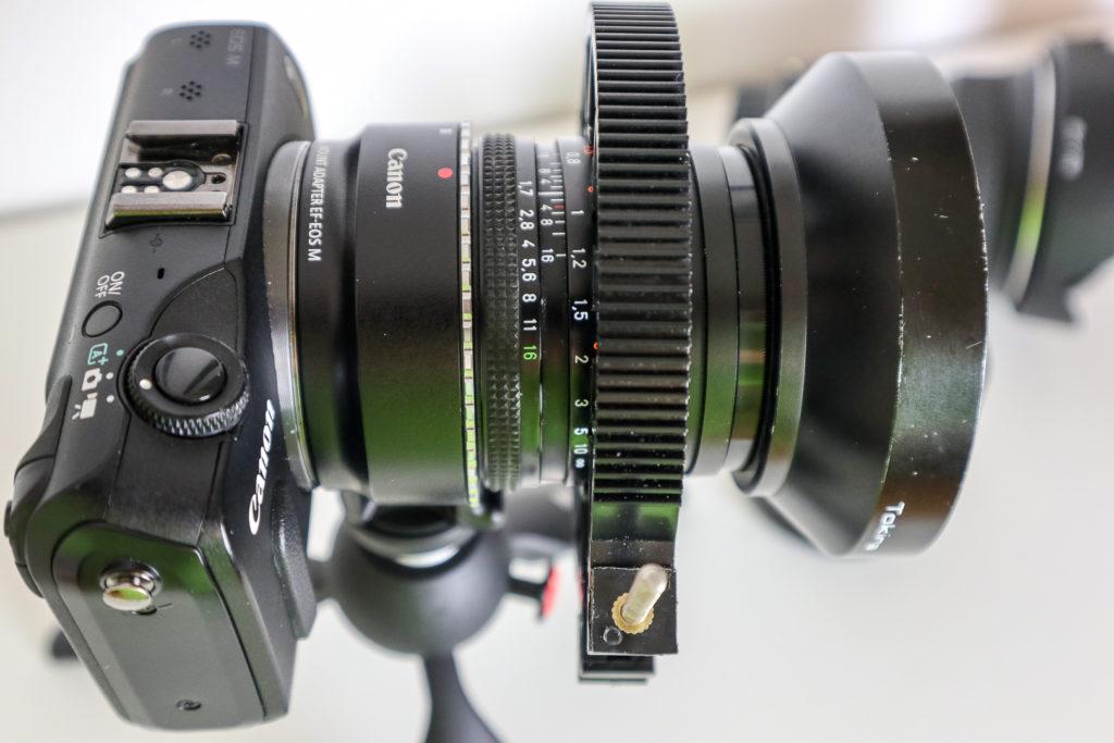 Doppelt gemoppelt: Canon Adpater für EF- und EF-S-Objektive zusammen mit einem Zeiss-Objektiv und einem einfachen Adapter Contax-Canon.
