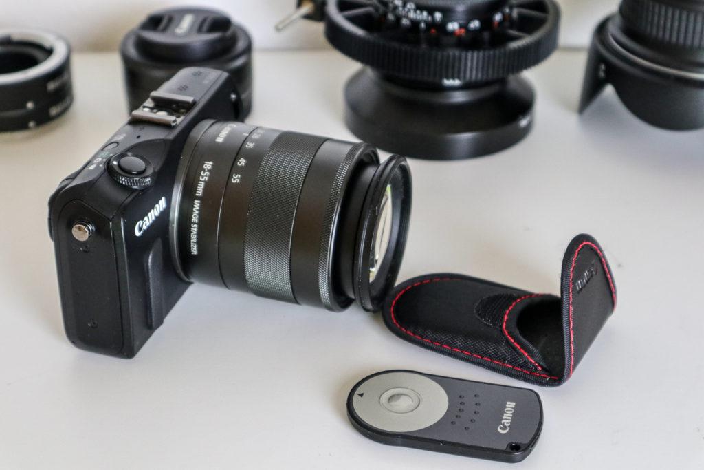 Canon Zubehör wie der FunkAuslöser funktionieren auch mit der EOS M. Auf Wlan dagegen muss man verzichten. k-