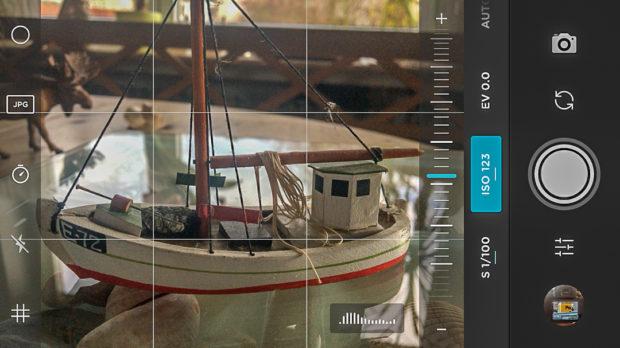 Auch am Smartphone sind manuelle Einstellungen möglich, hier mit der Moment-App.