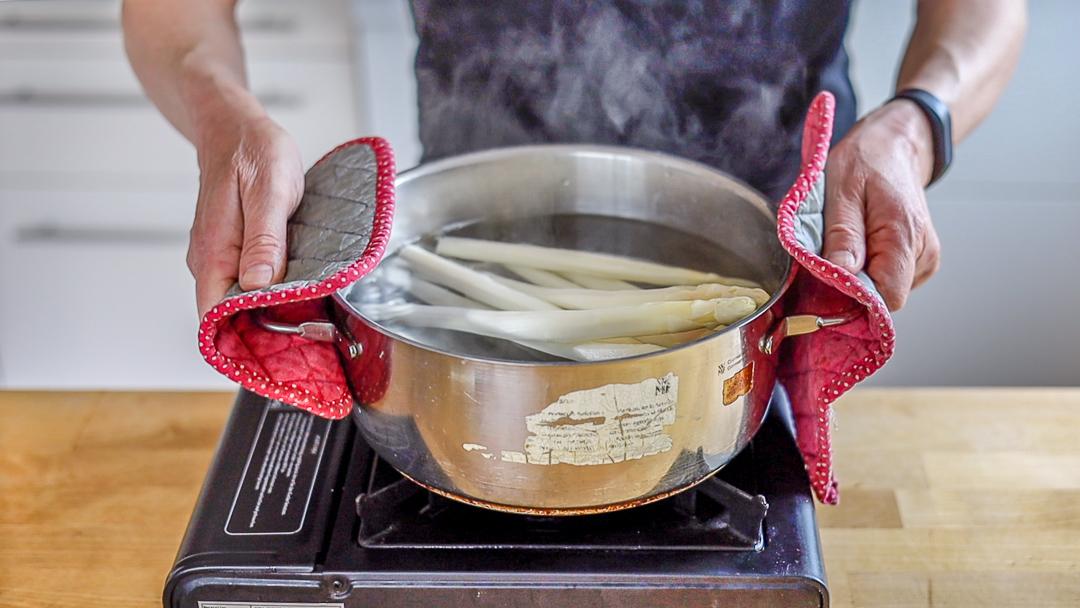 Eine einfache zusätzliche Kochstelle erleichtert oft die Aufnahmen für Food-Videos.